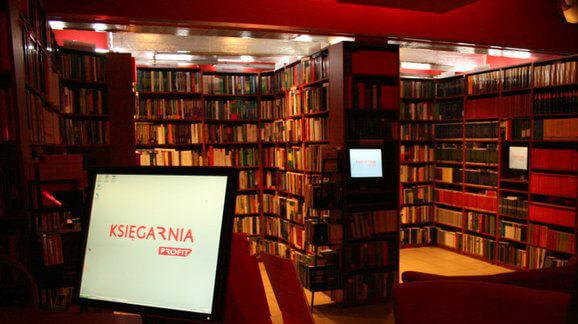 Stacjonarna księgarnia Profit - zdjęcie z fanpage'a sklepu na Facebooku.