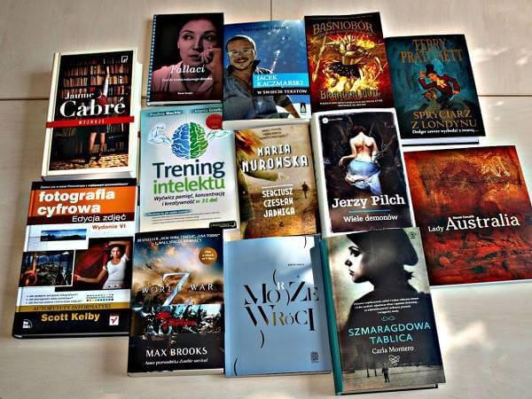 Bogaty wybór powieści w Albertus - zdjęcie z fanpage'a sklepu na Facebooku.