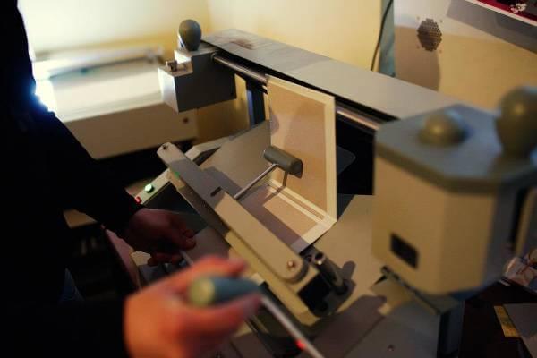 Innowacyjna maszyna do produkcji fotoksiążek w Superfoto - zdjęcie z fanpage'a sklepu na Facebooku.